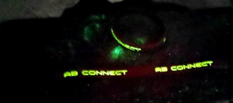 Chữ phát sáng trên vòng tay cao su