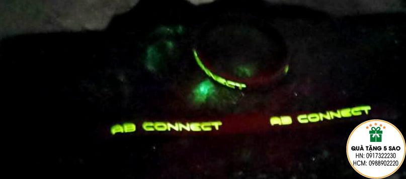 Vòng tay dạ quang chữ siêu sáng