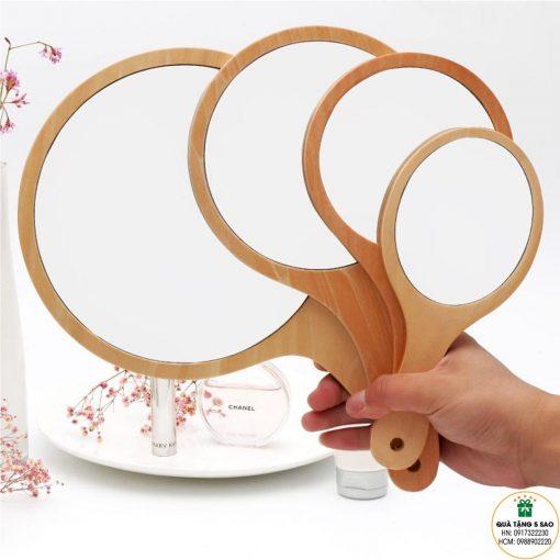 Cách kích thước khác nhau của gương cầm tay có cán bằng gỗ