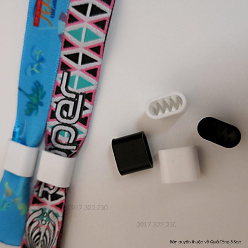 Vòng tay vải dùng nút khóa dẹt