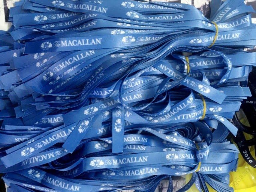 Vòng tay vải màu xanh lam của hãng rượu The Macallan