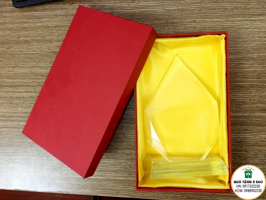 Biểu trưng pha lê hình băng sơn, hộp đựng theo yêu cầu