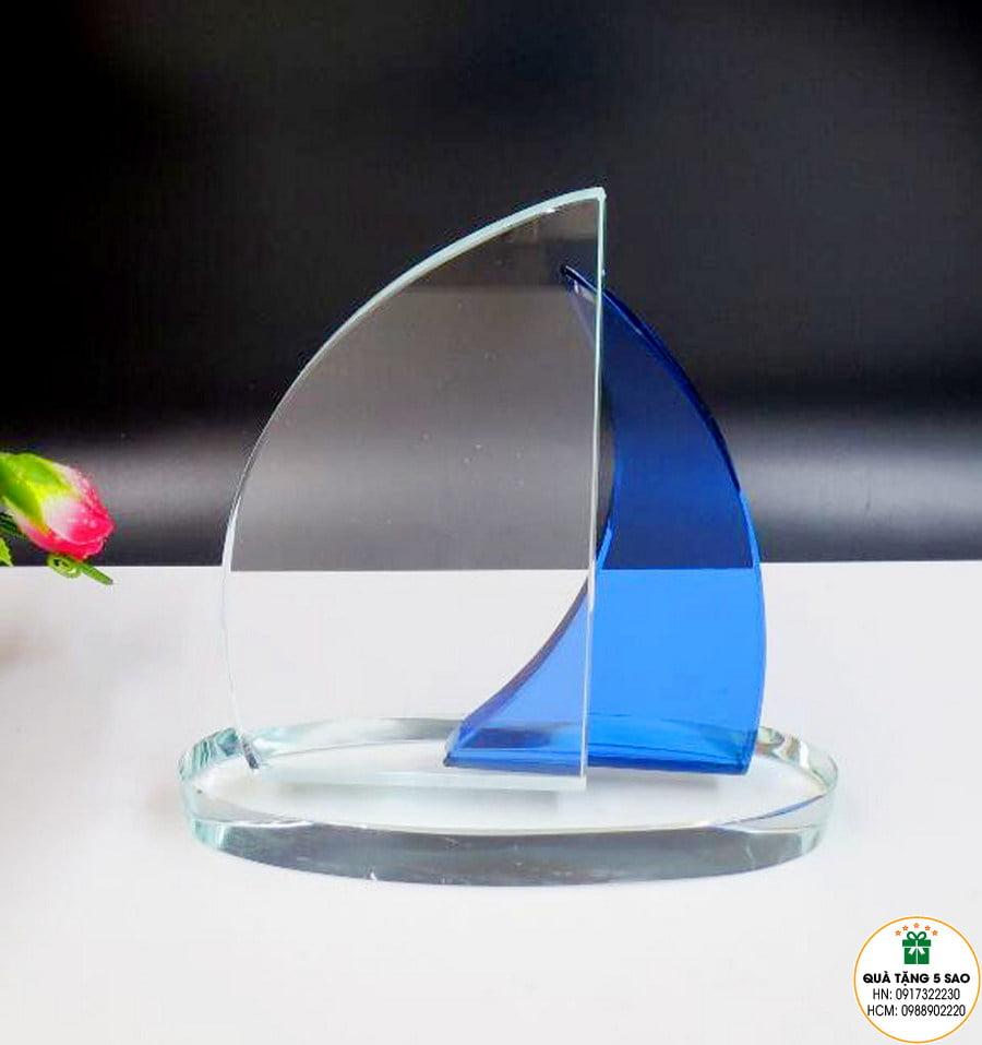 Biểu trưng pha lê hình cánh buồm đôi, hai màu, đẹp và sang trọng