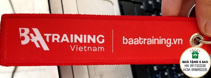 Móc khoá vải dệt theo yêu cầu của BAA Training Việt Nam