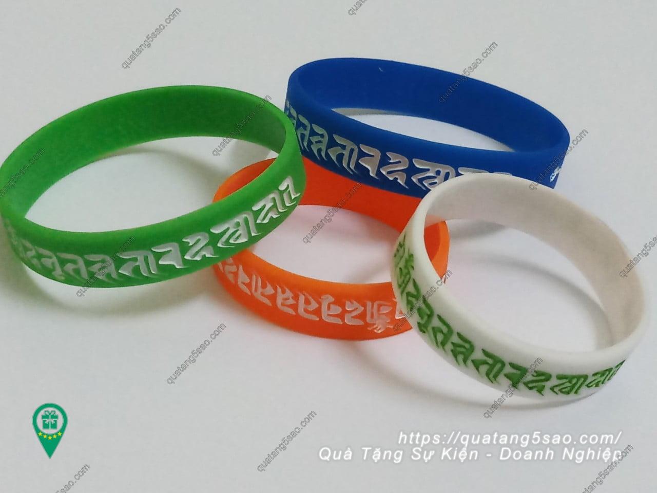 Các loại vòng tay cao su tiếng Phạn thường được đặt hàng