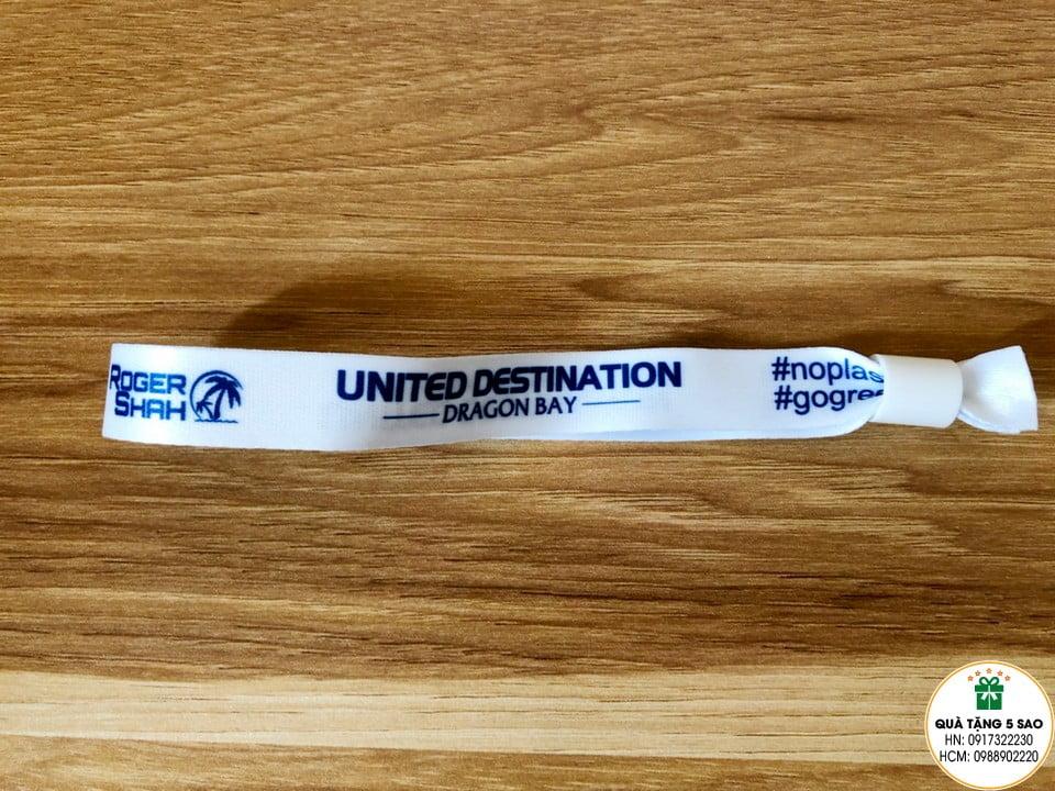 Vòng đeo tay bằng vải in logo của United Destination Dragon Bay, sử dụng để check in khi đi du thuyền tại vịnh Hạ Long của Vietnam Trance