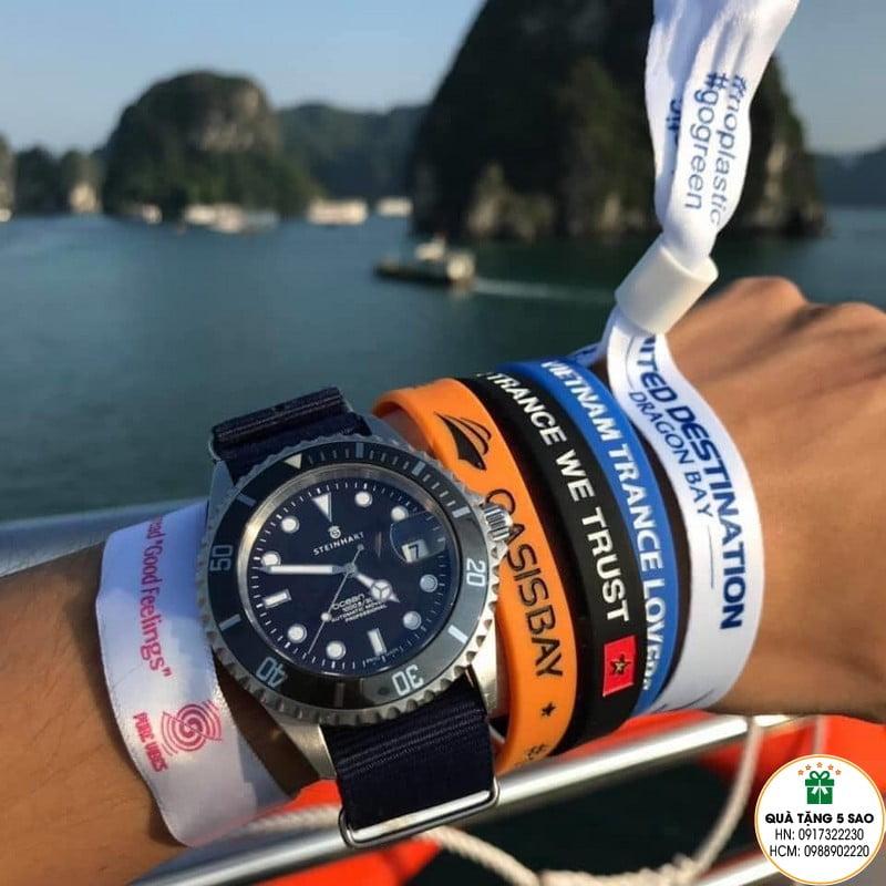 Vòng tay vải check in trên du thuyền tại vịnh Hạ Long của United Destination Dragon Bay